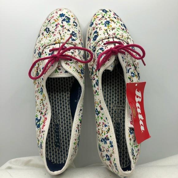 Bata Womens Sz 6 M Canvas Sneakers Ties